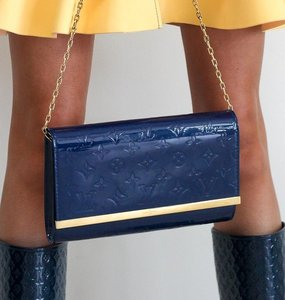 Rent: Ana Clutch in Grand Bleu