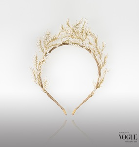 Rent: CHRISTIE MILLINERY Zephyr white/Gold Headpiece